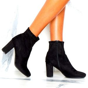NWOT Le Château Black Suede Ankle Boots Sz 9